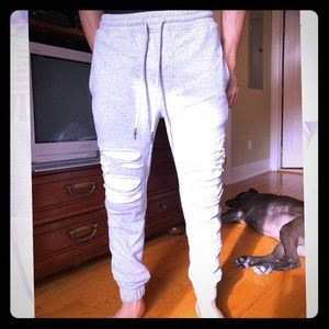 Ripped grey joggers ✳️